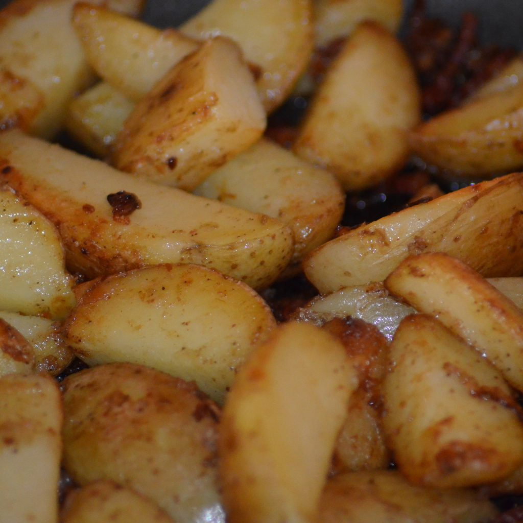 Mit Leckeren Bratkartoffeln.