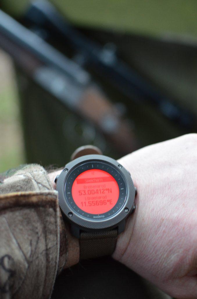 Über die GPS-Funktion können Punkte von besonderem Interesse (POI) gespeichert werden. Die Jagdedition lässt dabei auch die Hinterlegung der Koordinaten von Hochsitzen o.ä. zu.