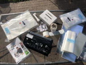 Lava V300 mit umfangreichen Zubehör Tütensets/ Vakuumglocke/ Lachsbretter/ Etiketten/ Knochenleinen/ Vakuumbehälter